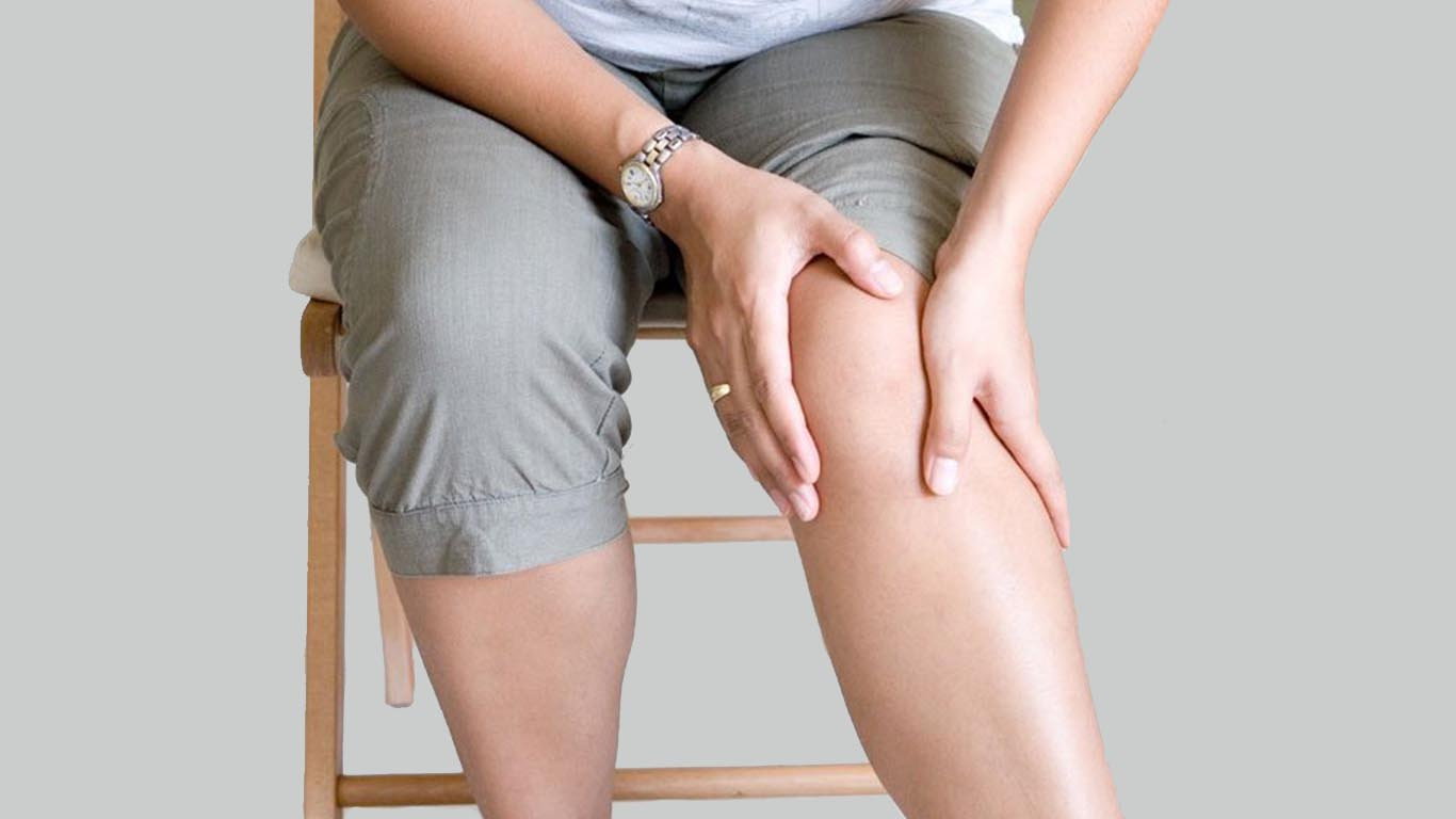 best ayurveda naturopahty panchkarma yoga & acupuncture & acupressure treatment for knee pain in delhi